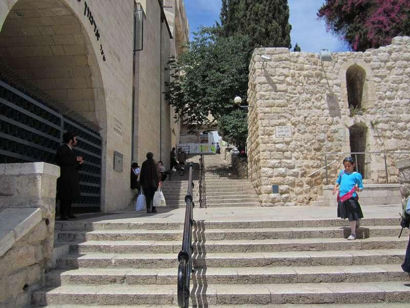 Považovali Starú zmluvu za výtvor predstavivosti malej židovskej komunity v Jeruzaleme po návrate z.